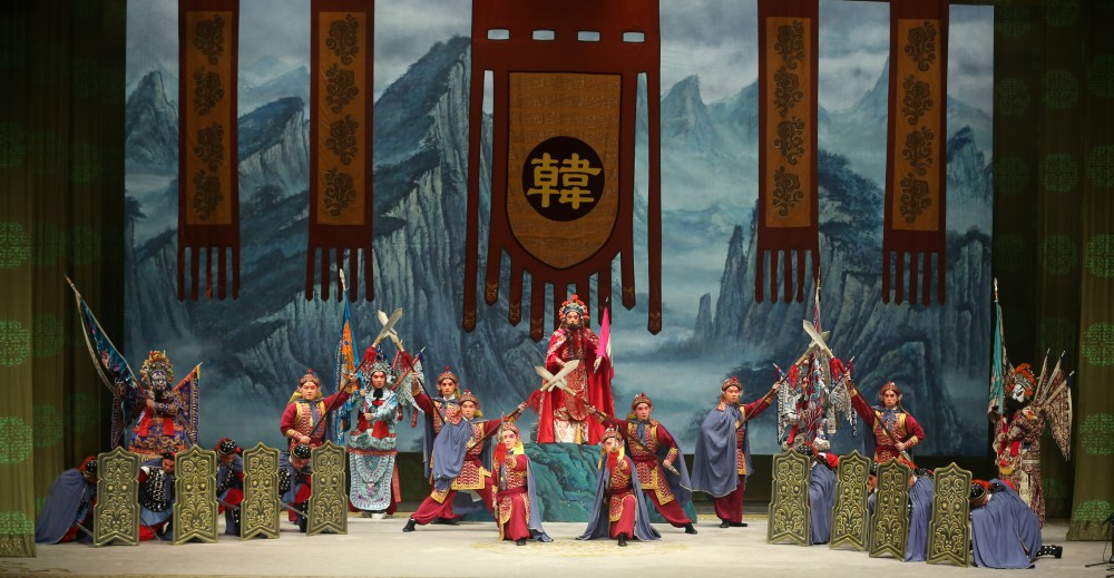 Peking Opera Company Of Shantung Province - 奇袭白虎团 = Selections From Raid On The White Tiger Regiment - Peking Opera