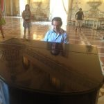 Riccardo Muti is caught on video during an impromptu concert in a Napoli museum